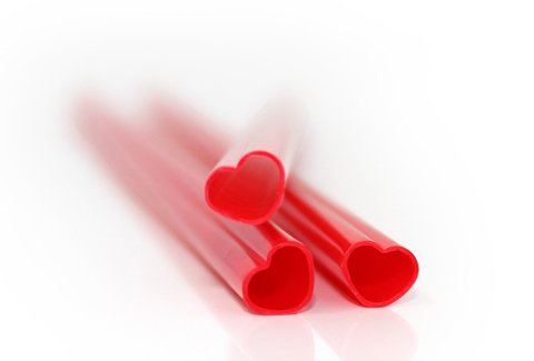 17533_heart-straws-product-close-up-on-white