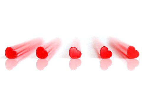 17539_heart-straws-product-in-a-row-on-white